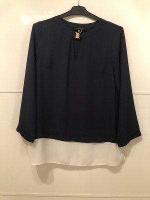 Blaue Bluse mit weißem Rand
