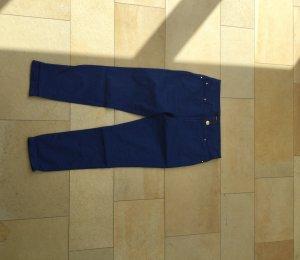 Blaue Dreiviertel Hose