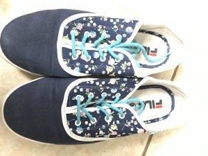 Blaue gemusterte Schuhe