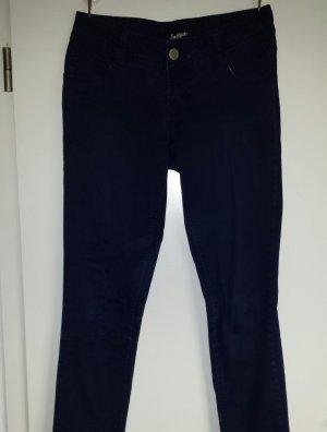 Blaue Hose aus Stoff