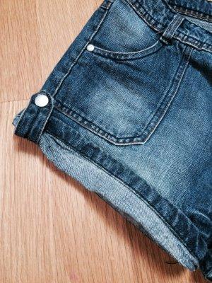 Blaue Jeans hot pants , trendy und sexy !