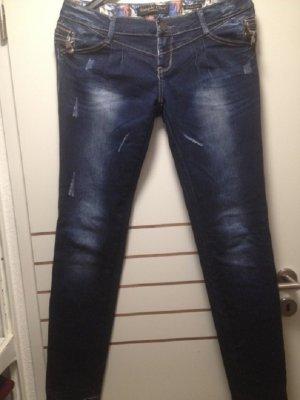 """Blaue Jeans im """"Used-Look"""""""