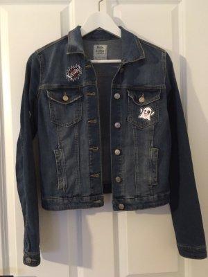 ln er sucht sie Blaue Jeans Jacke von Bershka mit patches in der Größe S. 749dabe118
