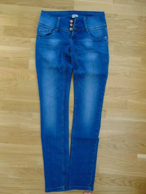 Blaue Jeans mit einem tiefen Bund von only
