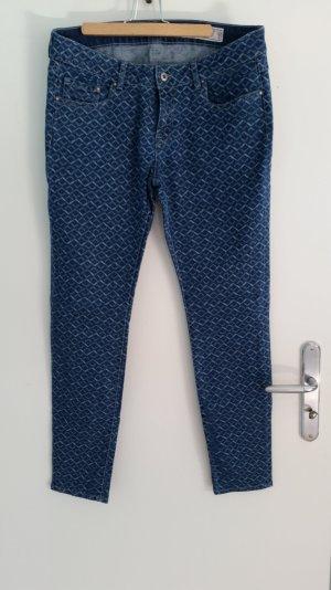 Blaue Jeans mit Muster