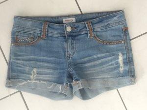 Blaue Jeans-Shorts im Vintage-Style