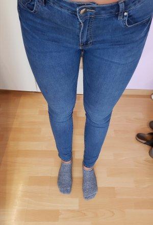 blaue Jeanshose; H&M, Gr. 42 (auch für 40 gut!)
