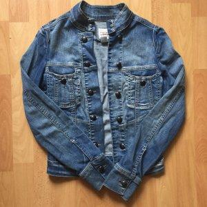 Blaue Jeansjacke von Mango