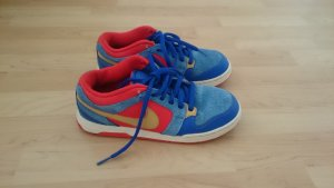 blaue Nike Sneaker Schuhe