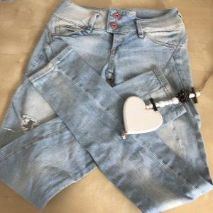 Blaue ripped Jeans von Bershka