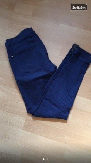 Blaue Röhren - Jeans