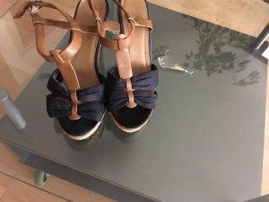 Blaue Sandaletten mit Keilabsatz