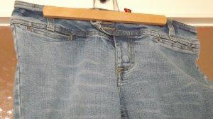 Blaue Schlag Jeans