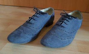 blaue Schnürschuhe