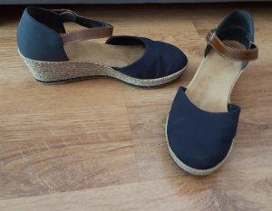 blaue Schuhe von Rieker