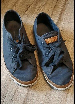 blaue Schuhe von Tommy Hilfiger