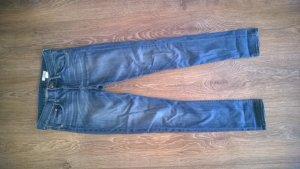 Blaue Slim-Jeans mit normaler Bundhöhe