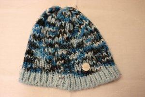 blaue Strickmütze