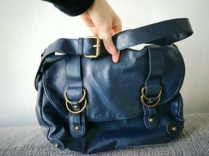 Blaue Tasche mit Schnallen