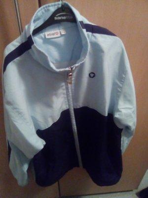 blaue Trainingsjacke