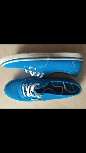 Blaue Vans, kaum getragen