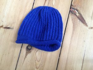 Blaue warme Wollmütze