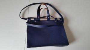 Blaue Zara Trafaluc Tasche mit metallischen Stäben am Verschluss.