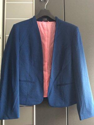 Blauer Blazer mit pinkfarbenen Futter
