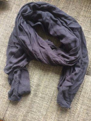 blauer Esprit-Schal für den Winter