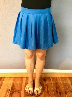 Blauer Faltenrock