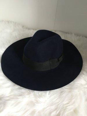 Blauer Hut mit Schleife