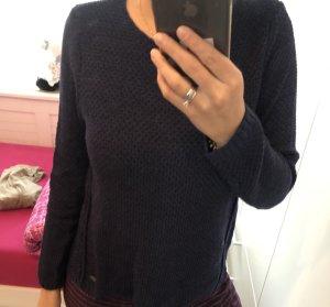 Blauer kurzer Pullover