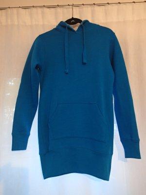 Blauer langer Pullover