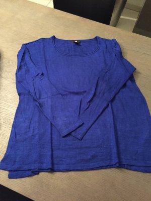 Blauer Pulli mit Wolle