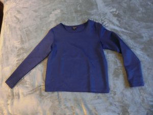 Blauer Pulli (neoprenartig)