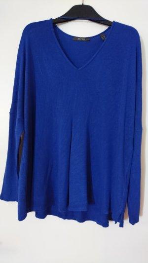 Blauer Pulli von Esprit mit Fledermausärmeln und V-Ausschnitt