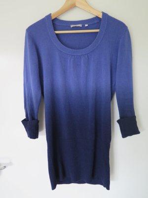 Blauer Pullover mit Farbverlauf