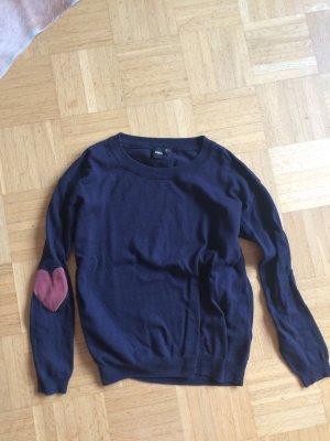 Blauer Pullover mit Herz Patches