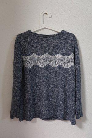 Blauer Pullover mit Spitzendetails