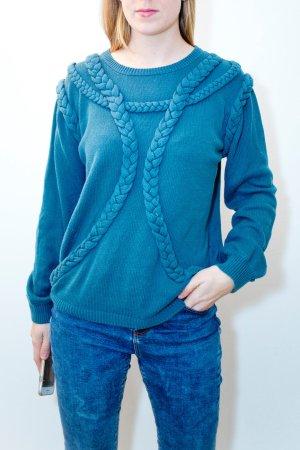 Blauer Pullover mit Strickmuster