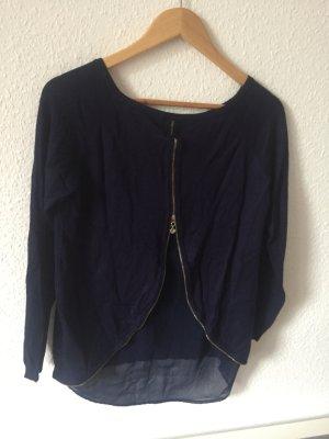 Blauer Pullover mit transparentem Rücken