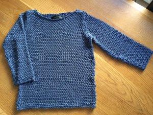 Blauer Pullover von Hallhuber in Häkeloptik