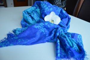 Blauer Schal mit Animalprint