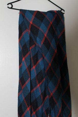 Blauer Schal mit gometrischem Muster