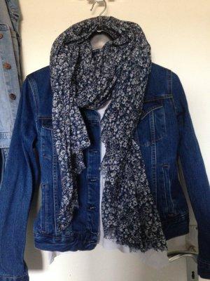 blauer Schal mit Muster