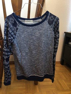 Blauer Sweater mit see through Ärmeln