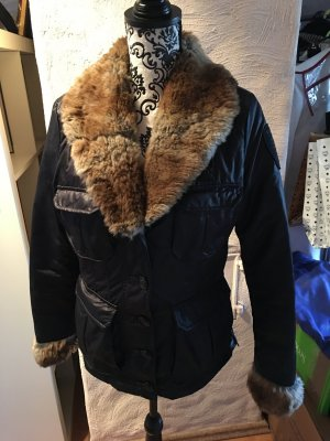 Blauer Winterjacke mit mehreren Taschen