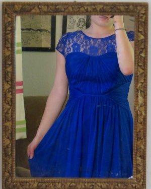 Blaues Abendkleid mit schöner Spitze