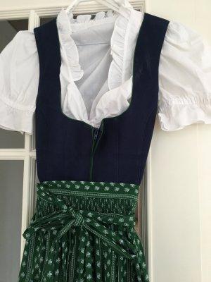 Blaues Baumwoll-Dirndl mit grün-weissem Schurz und weisser Dirndlbluse