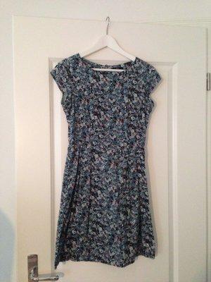 Blaues Blümchen Etui Kleid